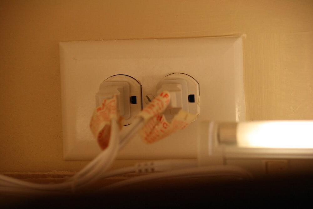 پریز برق بالای کابینت