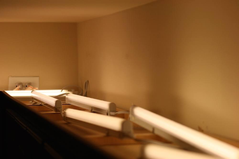لامپ های قرار گرفته بالای کابینت