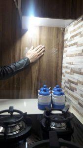 نورپردازی کابینت با استفاده از کلید لمسی مخفی