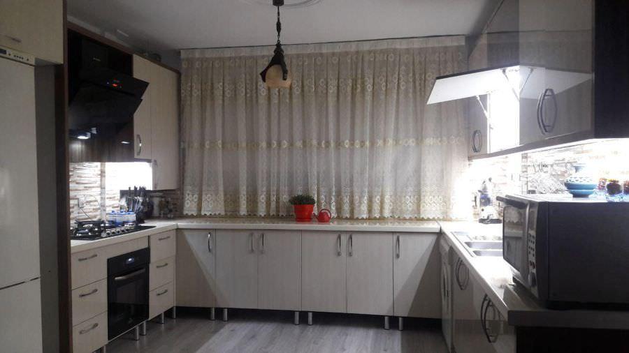 کابینت آشپزخانه با نورپردازی