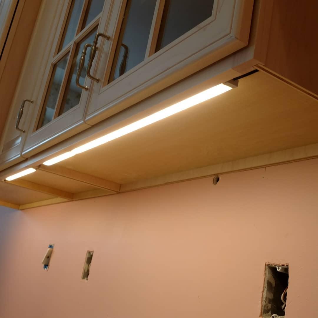 لامپ زیرکابینتی نصب شده