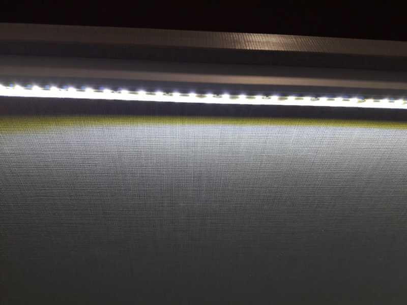 اثر پراش نور ایجاد شده بر روی سقف یونیت