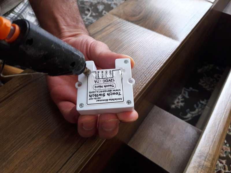 استفاده از چسب حرارتی برای اتصال کلید به پشت سطح